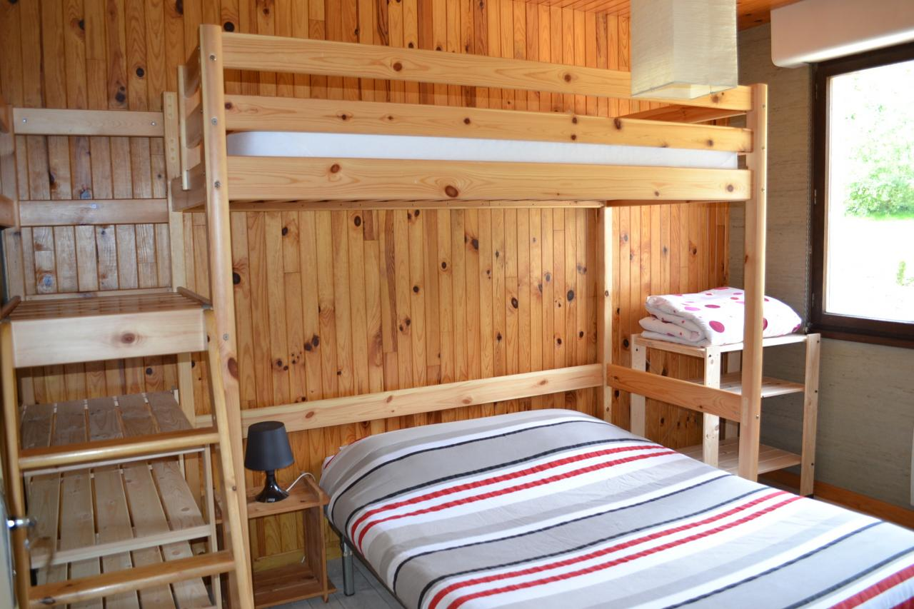"""chambre 2 """"1 lit 140cm + 1 lit 90cm mézzanine"""